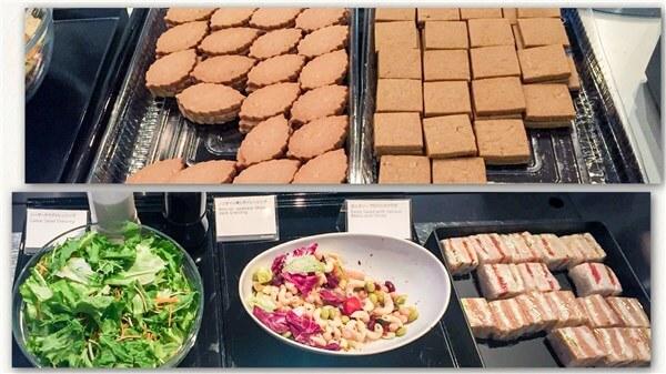 サラダ、サンドウィッチ、お菓子類